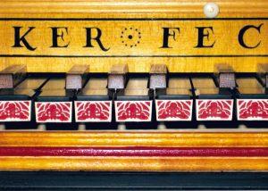Clavecin d'après Ruckers 1635: détail des arcades du clavier. Anne-Ian-Tucker