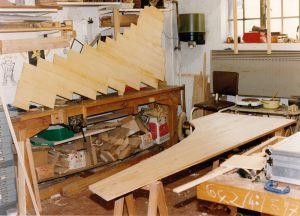 02_Le fond découpé à mesure de l'instrument. Au 2ème plan : les planches de la table d'harmonie ont été assemblées. Anne & Ian Tucker.